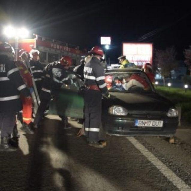 FOTO/VIDEO – Accident rutier pe DN17, în Viișoara. Un bărbat a rămas încarcerat