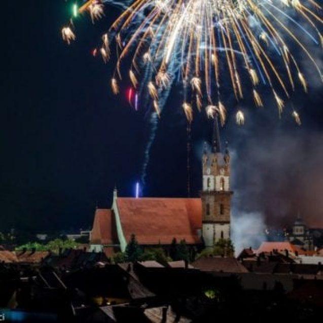 VIDEO: Focuri de artificii și pui de găină dansând în găoace… Spectaculoase viziuni ale unei lumi sonore…