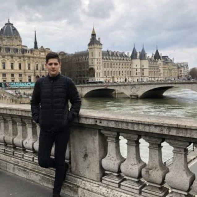 Povestea tânărului bistrițean care a demonstrat că se poate, dacă vrei! Bursier la o prestigioasă universitate din Paris!
