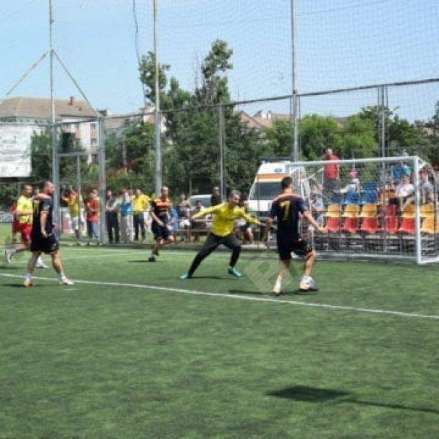 FOTO Minifotbal: Trei, Doamne, și toate trei în sferturile de finală!