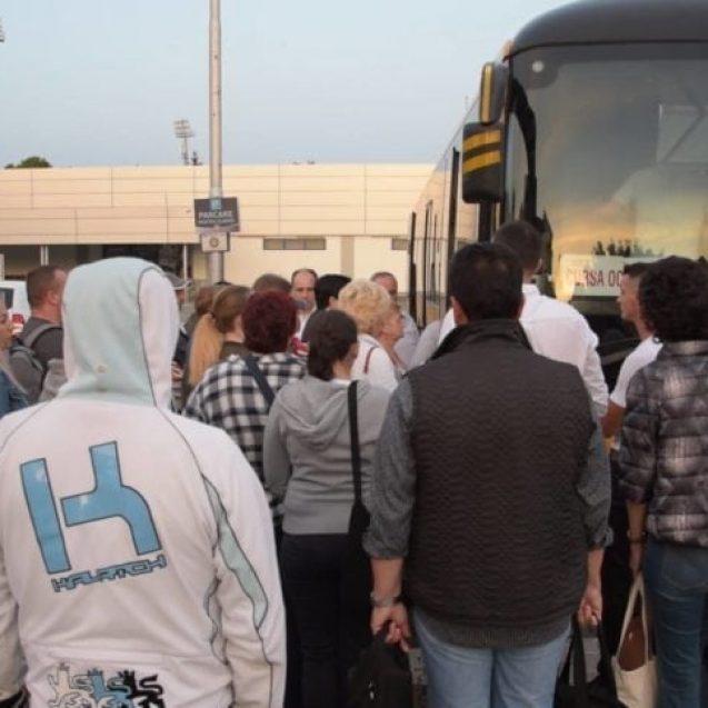 FOTO/VIDEO – Zarvă mare la ora 6:00, în Bistrița. Peste 50 de autocare și microbuze au luat drumul Capitalei