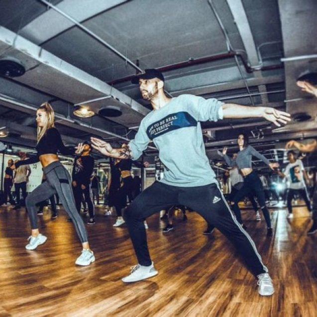FOTO – Aventura super-dansatorului Paul Moldovan: Din Bistrița, în cluburile din China și la cea mai mare agenție de talente din Los Angeles