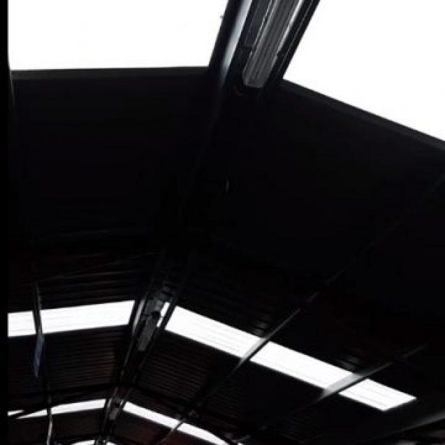 VIDEO Legumicultorii din Decebal nu mai au de spălat legumele, o face ploaia, prin acoperișul proaspăt renovat