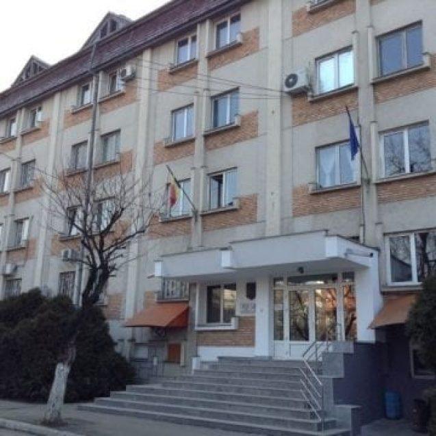 Percheziții la Bistrița: O femeie și doi bărbați, reținuți pentru trafic de minori
