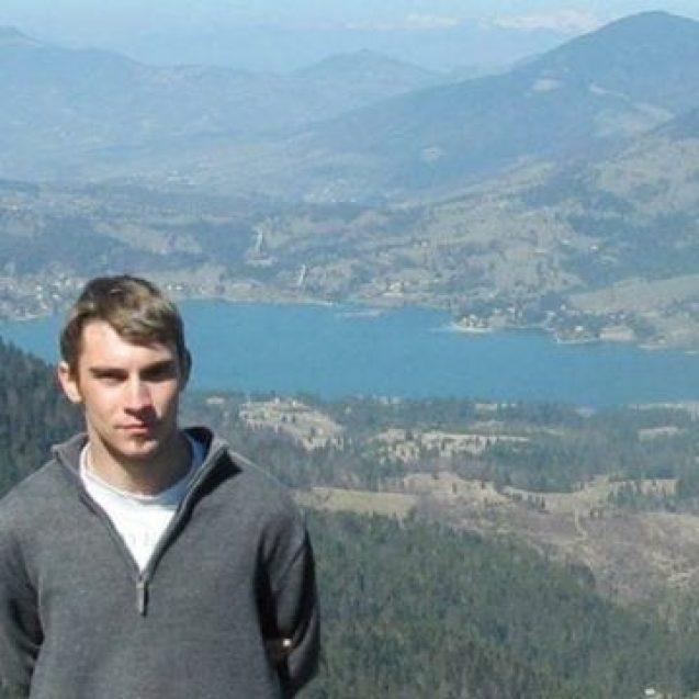 Un tânăr de 28 de ani, binecuvântarea școlilor de pe Bârgău. Profesorul hi-tech își învață elevii cu ajutorul aplicațiilor