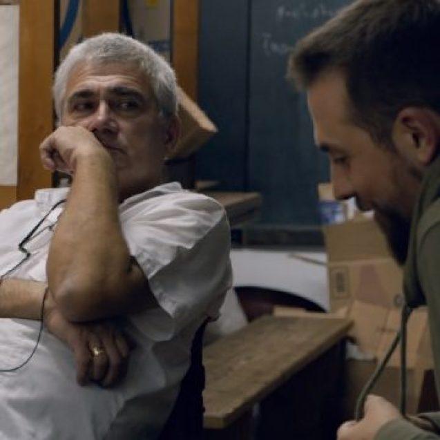VIDEO INEDIT! Proful care și-a amenajat o clasă pentru meditații în propria casă, subiect de documentar