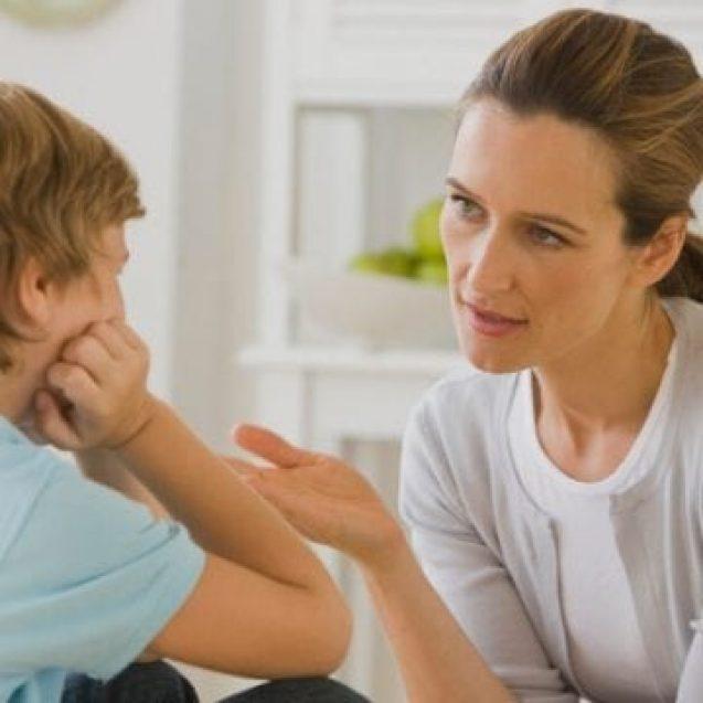 Copilul de 9 ani care a asistat la înjunghierea tatălui său va ajunge la psiholog