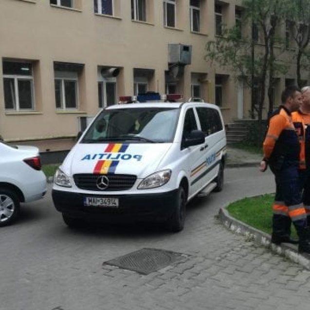 FOTO/VIDEO – Trei angajați ai spitalului, luați pe sus de mascați. Legătura cu împușcăturile de la Cepari