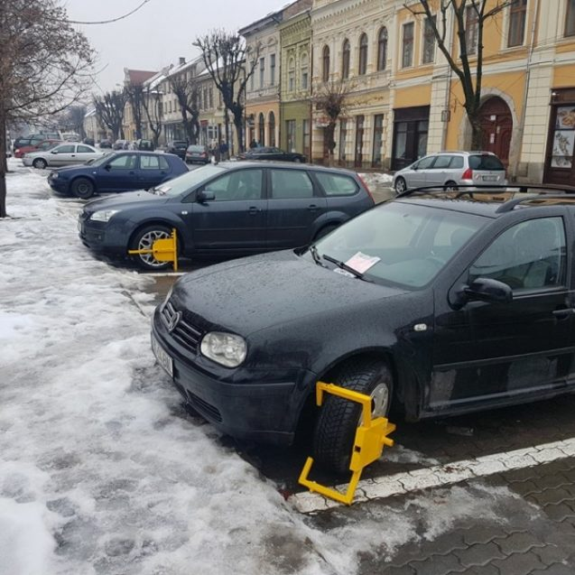Peste 100 de mașini cu roțile blocate, în luna decembrie