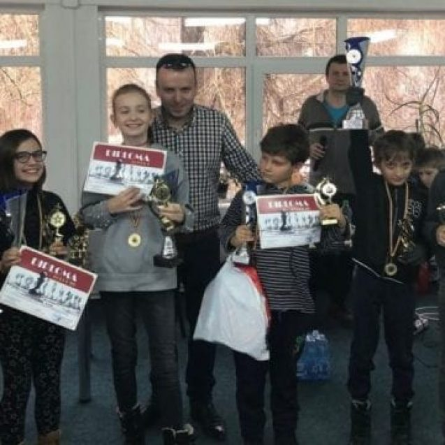 FOTO:  Prima ediţie a Cupei Cârlionț la Șah pentru Juniori
