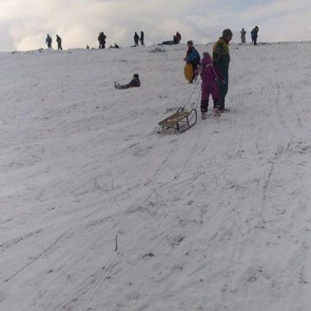 FOTO Cu Pârtia Cocoș închisă, bistrițenii au profitat de zăpadă pe Budac și în Schullerwald