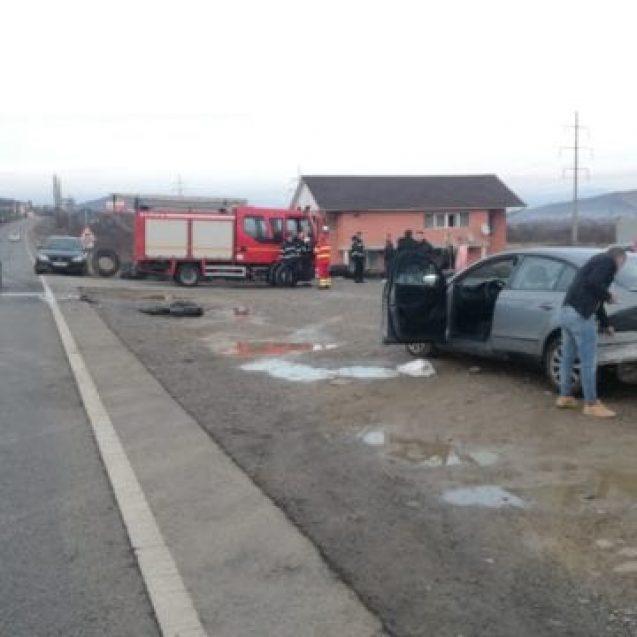 FOTO – Accident rutier pe DN15 A. Neatenția a trimis o femeie la spital