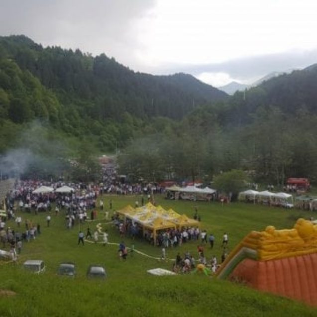 FOTO: Spuma politicii, la Cormaia de Rusalii! România dodoloață, distrusă de ploaie