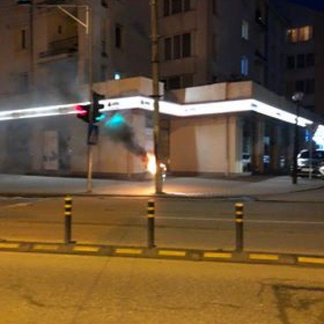 VIDEO Bistrița: Incendiu la un stâlp de electricitate, pe 1 Decembrie