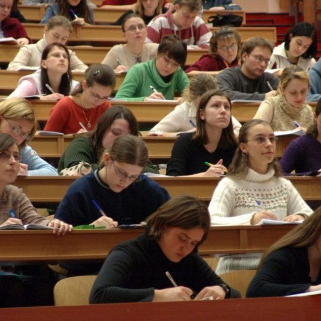 Bistrița, mai atractivă decât Suceava pentru studenți?! Ce îi face pe tineri să stea totuși pe gânduri…