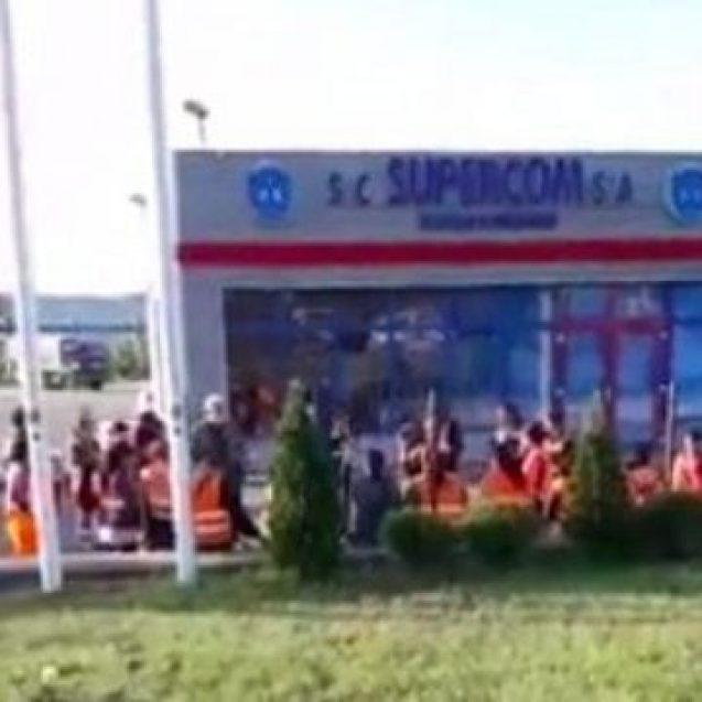 VIDEO: Revolta măturătorilor la SUPERCOM! Spun că n-au fost plătiți de 3 luni!