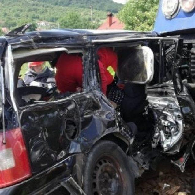 Aproape un an de la tragedia din Viișoara. Trecerea la nivel cu calea ferată arată la fel. Ce spun autoritățile: