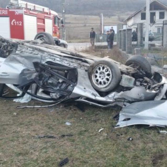 FOTO/VIDEO – Grav accident de circulație la Viile Tecii. O persoană este inconștientă și a rămas încarcerată