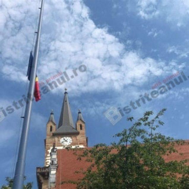 FOTO/VIDEO -Tricolorul a acaparat centrul istoric! Imagini spectaculoase de la ceremonia dedicată drapelului național